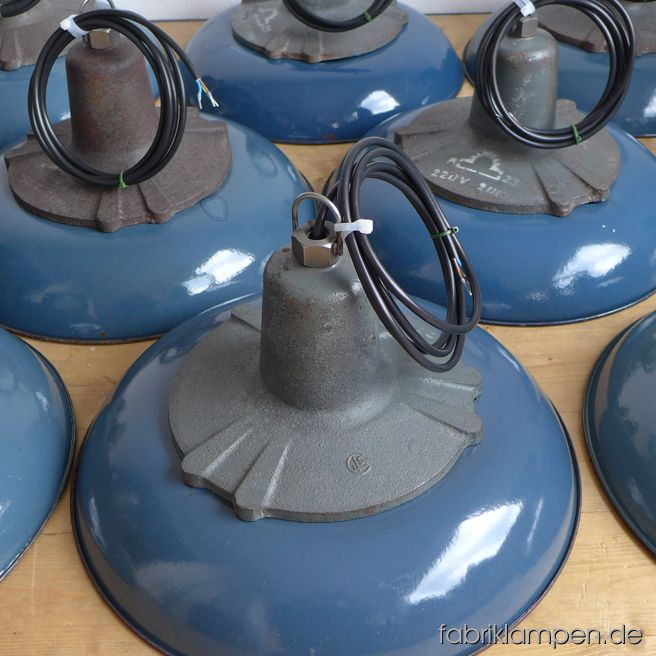 akt27 weil sch n 4 blaue industrieleuchten fabriklampen. Black Bedroom Furniture Sets. Home Design Ideas