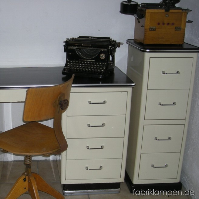 Baisch Art Deco medical desk and chest of drawers. Material: steel. Nice condition.