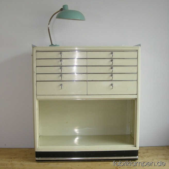 Old Baisch medical chest of drawers. The doors are missing. Width ca. 98 cm (38 inches), height ca. 109,5 cm (43 inches).