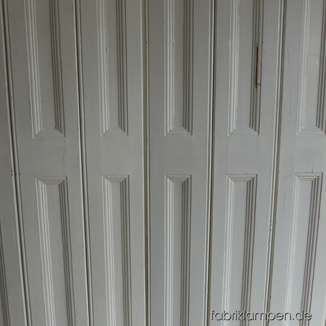 Old window shutters in nice original condition. For your window, for your built-in wardrobe as door or simple as folding screen. Each as pair, width 90 – 100 cm (35 – 39 inches), height 130 – 220 cm (51 – 87 inches).