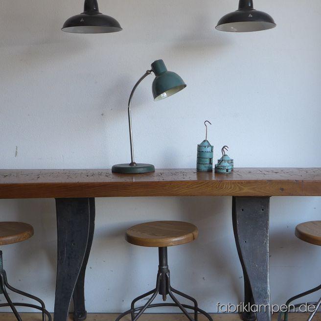 Wir haben wunderschöne, restaurierte Industriehocker (Drehhocker) und Industriestühle auf Lager. Die Gestelle sind schonend aufgearbeitet, mit unzähligen kleinen Details des Alters und der Nutzung. Die Sitze sind erneuert, aus massiver Eiche. Unverwüstliche, massive Stücke, teilweise aus den 1930ern Jahren. Auch passende Tische finden Sie auf unserer Möbel-Seite.