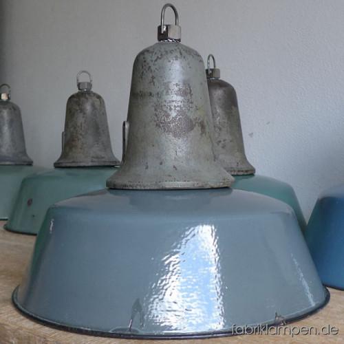 la90 industrieleuchte in gr n und blau caturus fabriklampen. Black Bedroom Furniture Sets. Home Design Ideas