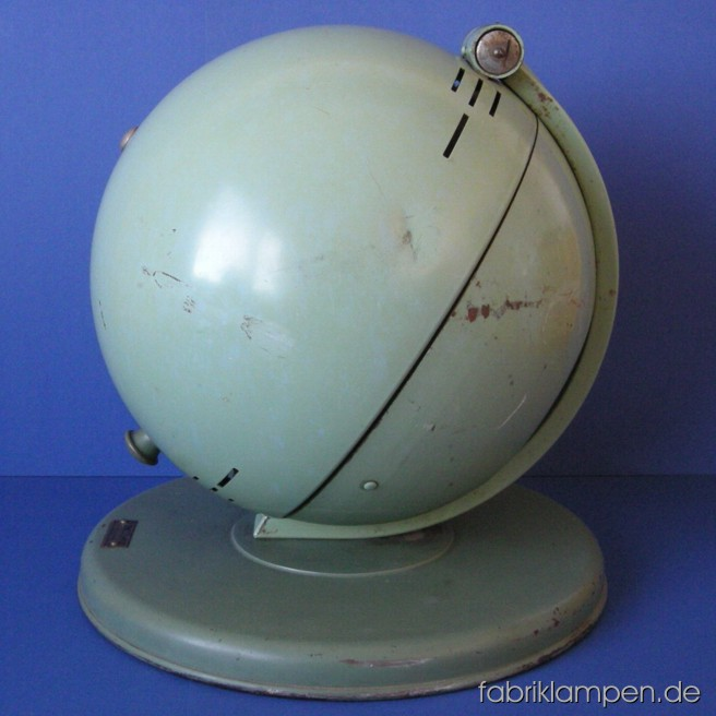 Legendary Hanau S100 solar lamp from the 1930ies with strong traces of age and use.