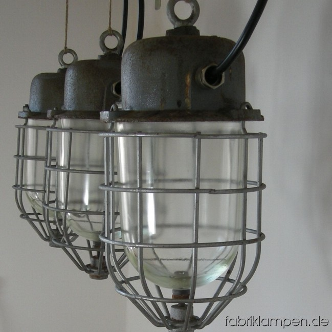 Bunker lamps with grids in original condition. Total height: ca. 38 cm (15 inches), diameter ca 20 cm (7,9 inches), weight ca. 4,7 kgs. 15 pieces available.