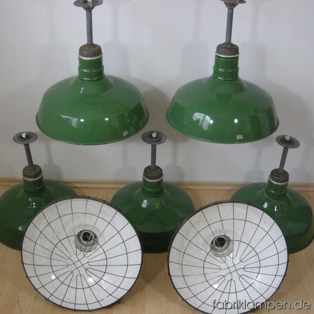 Rare industrial lamps from Wheeler Boston (Quad). Material: green enameled sheet and casted iron, with safety grid (all of the lamps have safety grids with screws). The lamps are cleaned and newly electrified, with E40 sockets – adapters for E27 are inclusive, so the lamps can be used with E27 bulbs. Total height: ca. 46 cm (18,1 inches, plus 2 cm for the chocolate block). Height of the shade ca. 26 cm (10,2 inches), diameter of the shade ca. 46 cm (18,1 inches).13 pieces available.
