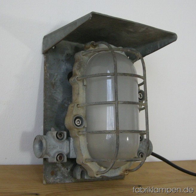 Very robust mine lamp (explosionsproof) with grid. Material: casted iron and steel (safety grid). The lamp is cleaned and newly electrified, it can be used with E27 bulb. Total height: ca. 28 cm (11 inches, width ca 26 cm (10,2 inches).