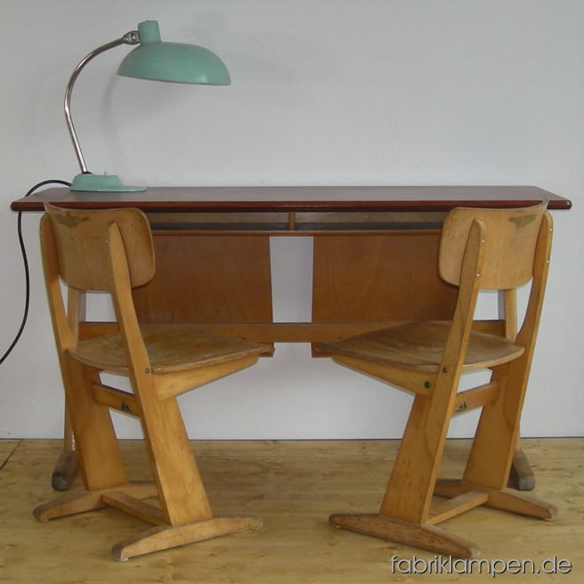 Old Casala school desk with 2 chairs. Good original condition. School desk ca. 130 x 70 x 50 cm (width x height x depth). Sitting height of chairs ca. 40-41 cm (Casala III, for children of 146-160 cm). 6 sets on stock.
