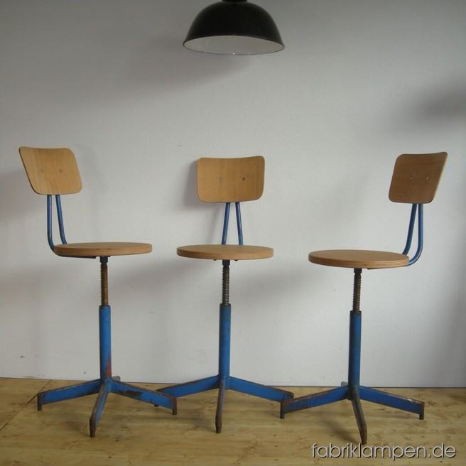 3 p. old industrial chairs, the sits and backrests are renewed. Sitting height ca. 46 - 60 cm (18 – 23,6 inches), diameter sits ca. 35 cm (13,8 inches).