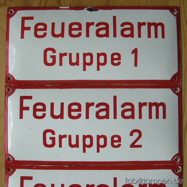 4 pieces old enamel shields from a German fire department. Good used condition.