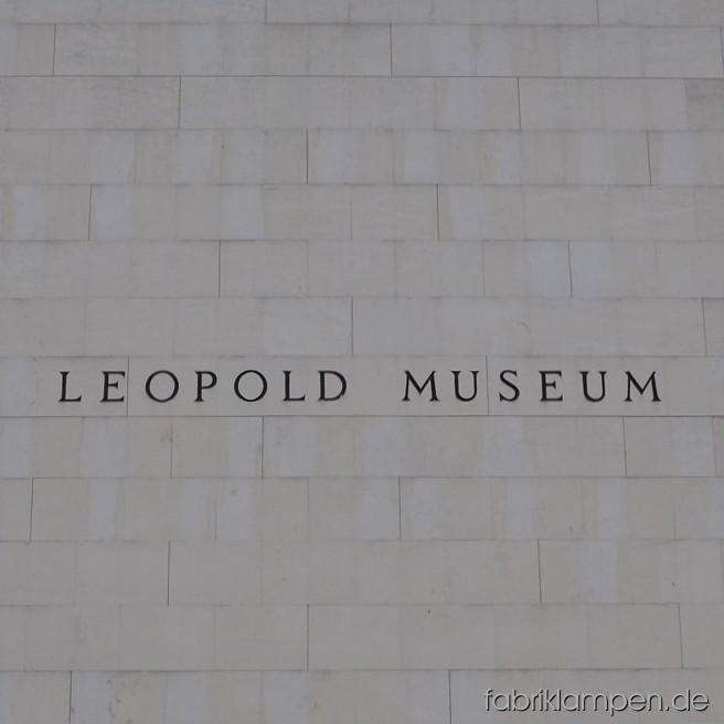 Seit Mitte Oktober (bis Ende Januar 2015) kann man die weltberühmten Werke von Alberto Giacometti im Leopold Museum im Wiener MuseumsQuartier anschauen. Über den kostbaren Skulpturen des Künstlers hängen unsere Lampen. Ich kann es nur jedem empfehlen, die Ausstellung selbst anzuschauen.