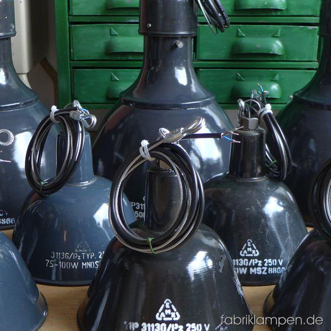 Ein Posten von schönen Industrielampen für einen Bioladen in München.