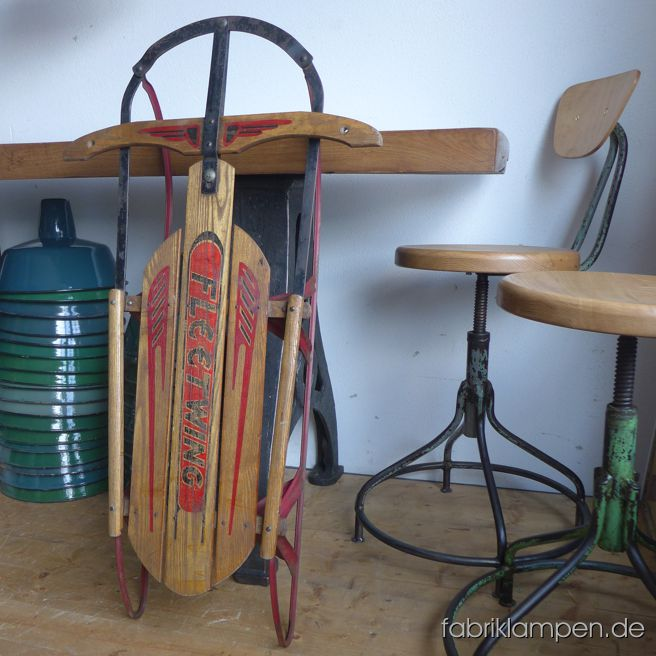 Antique Fleetwing sled. Nice condition, conserved. Singleton.